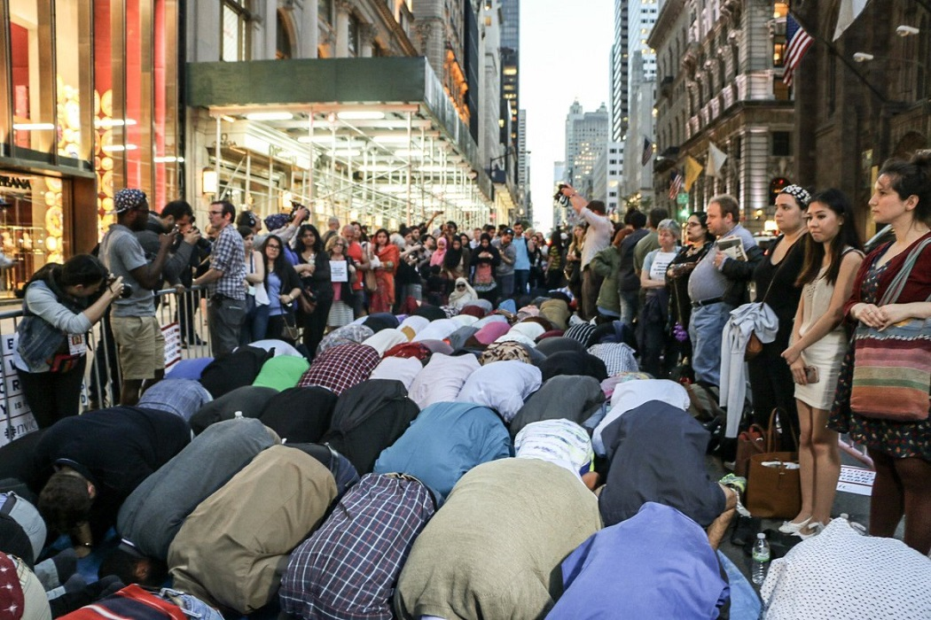 Muslims Take Over New York Street For Ramadan... Start Praying In Front Of Trump Tower (VIDEO)