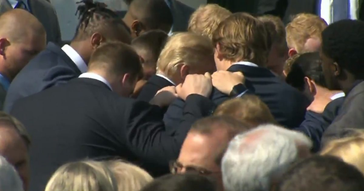 Alabama Football Players Pray For Donald Trump And His Staff At The White House (Video)