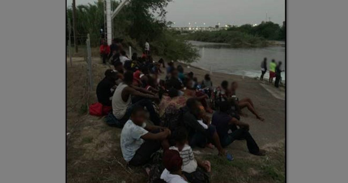 Large Group Of 116 Migrants From Africa Caught Wading Across The Rio Grande To Illegally Enter The U.S. (Video)